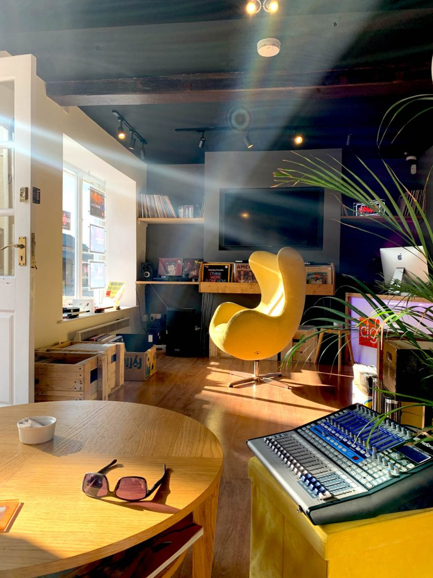 piano cafe sunlight