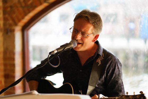 Acoustic Vibes - Richard