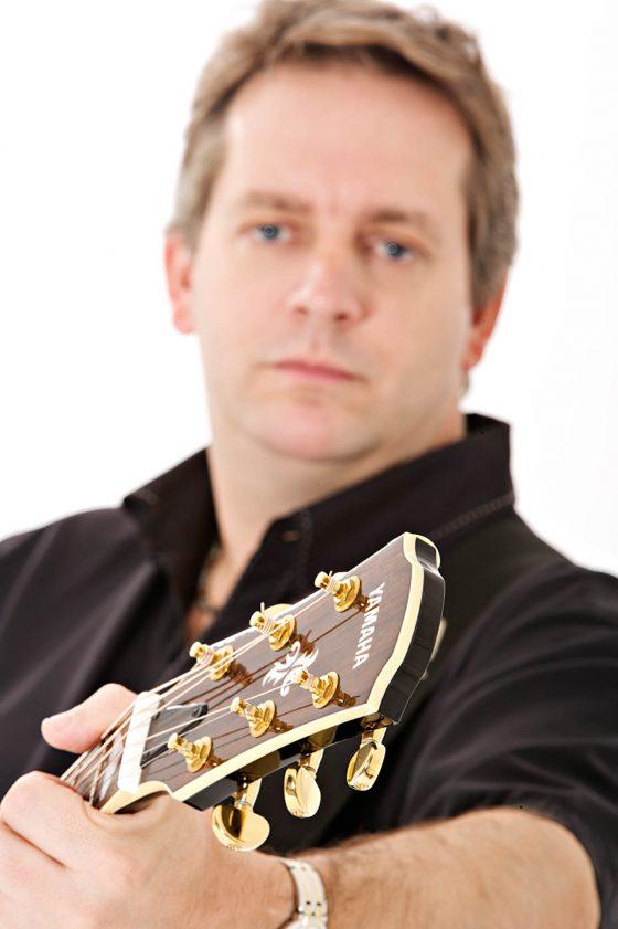 Acoustic Vibes - Richard close-up