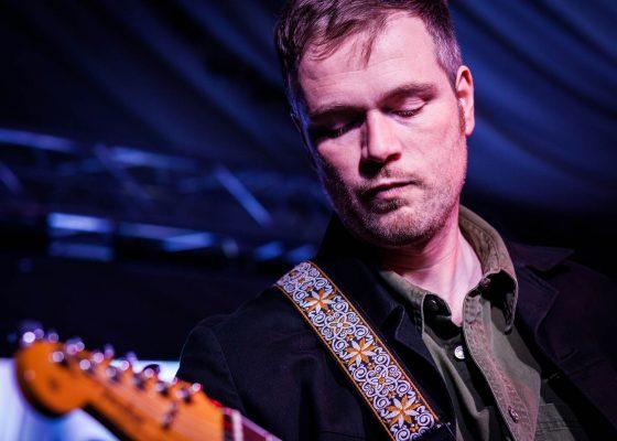 atlantics guitarist, live band