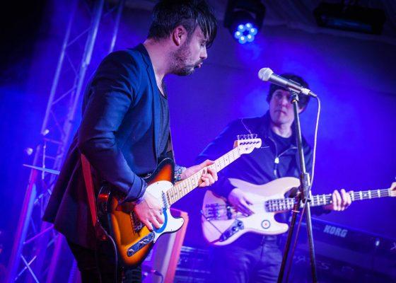 atlantics guitarist, live stage