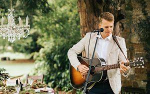 George - Acoustic Singer