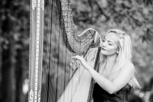 Leicester Harpist - Outdoors BW