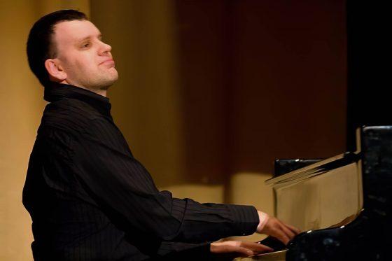 Pianist Glenn - Leicester Pianist