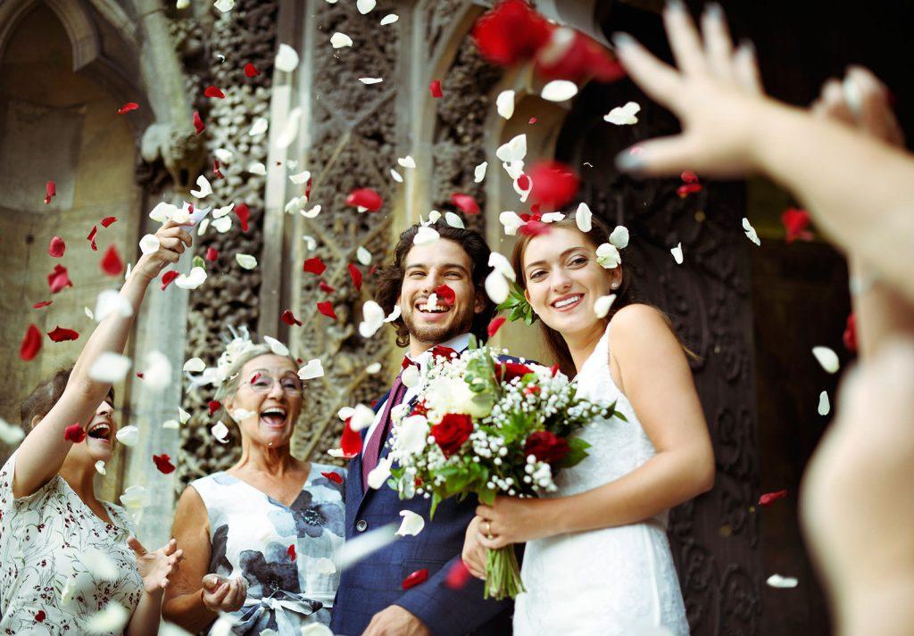 Wedding couple with confetti